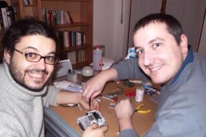 TecnoTGM: Stefano racconta il modding di un GameBoy Advance con inserimento di luce led interna.  L'altro personaggio è ovviamente il Todeschini.
