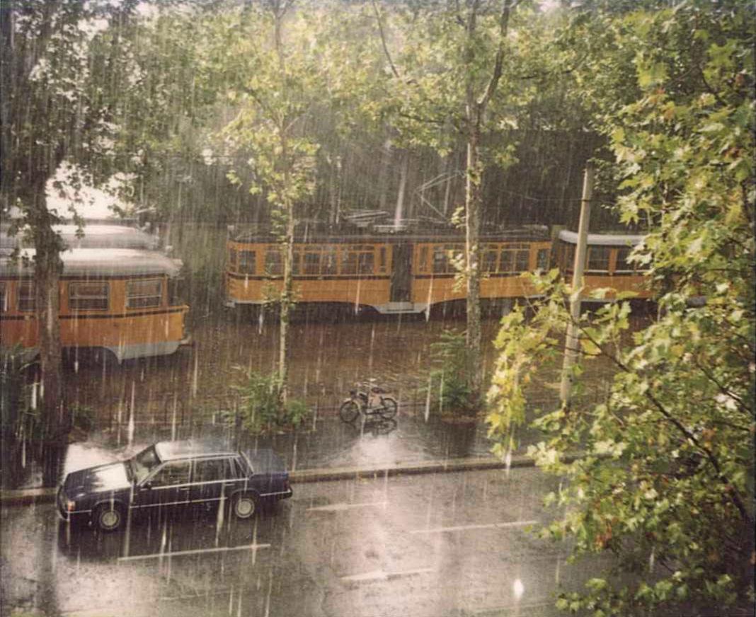 La vista dalla finestra della redazione di Via Valtellina. Nei periodi di maggiore stress (sotto le chiusure delle riviste) lanciavamo dischetti e CD cercando di colpire i tram, a volte anche riuscendoci