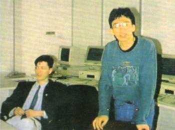 """Fabio Rossi (a destra) durante la """"storica"""" riunione con i programmatori italiani..."""
